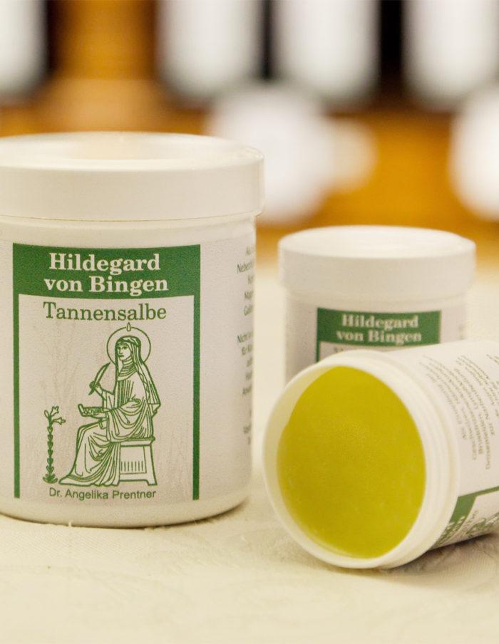 Apotheke-zur-Gnadenmutter_Hildegard-von-Bingen_tannen