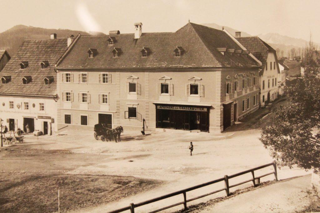 Apotheke-zur-Gnadenmutter_alt